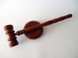Egyre drágább és egyre kevésbé tolerálja az emberi életszerű hibákat a bírósági gyakorlat az ingatlan adásvétel peres ügyeiben! Előzze meg a pert!